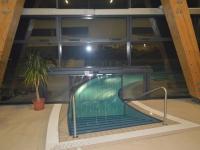 PVC szalagfüggöny medence kiúszóba