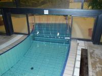 Uszodai hővédő függöny
