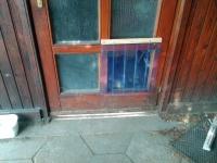 Kutyaajtó hőfüggöny bejárati ajtón